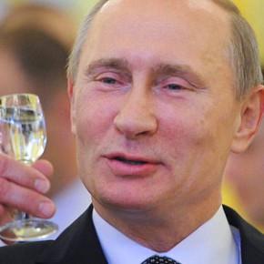Медведев подарил Путину книгу о Царском селе : президенту сегодня 60