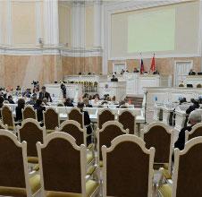 Петербургские депутаты просят открыть магазины-заменители