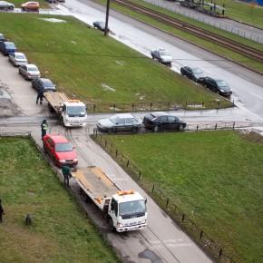 В Петербурге эвакуируют автомобили с тротуаров и газонов