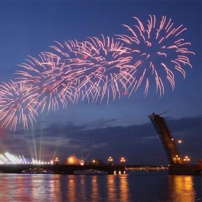 Новогодний салют и лазерное шоу в Петербурге начнутся 1 января в час ночи