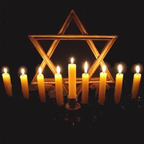 Иудеи празднуют Хануку