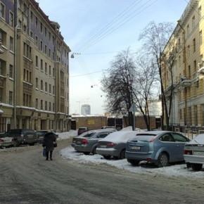 Прорыв трубы на Новгородской: прохожий получил ожог