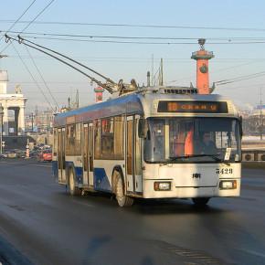 Дворцовый мост закрыли для троллейбусов