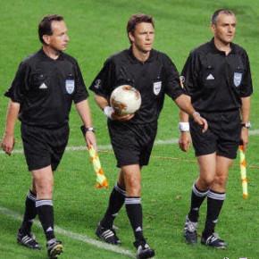 На кубке России по футболу попробуют систему с пятью арбитрами