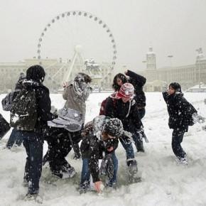 Снежная битва 2013 часть 2: на каждую троицу играющих в снежки по полицейскому надзирателю