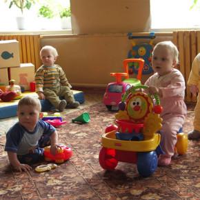 Минздрав: теперь усыновлять детей смогут даже нездоровые, но не
