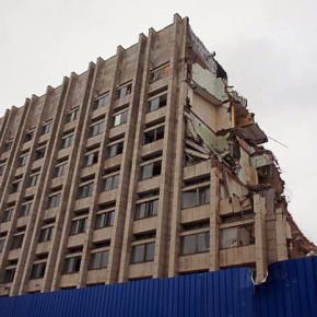 Снос здания завода