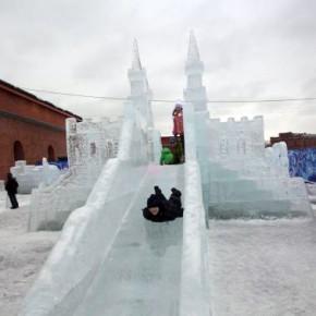 В Петропавловской крепости вырос городок-выставка ледяных скульптур
