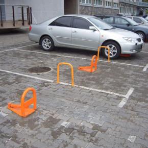 За незаконные парковочные барьеры и столбики теперь штрафуют по фотографии