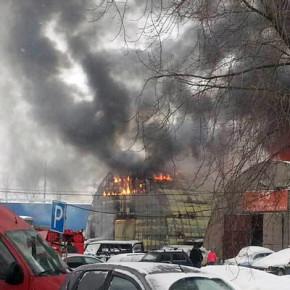 Пожар на Салова: выгорел ангар площадью 500 метров