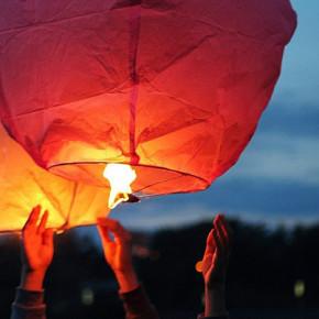 В центре Петербурга хотят запретить запускать небесные фонарики