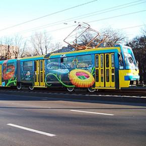 К маю в Петербурге граффити на трамваях и автобусах станет нормой