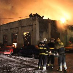Пожар на Ватутина: здание автосервиса выгорело до тла