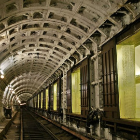 В Петербурге стартовали ночные экскурсии по станциям метро