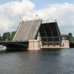 В Петербурге вновь разведут мосты. До регулярной разводки - неделя