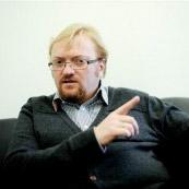 Милонов требует от банков рекламы с