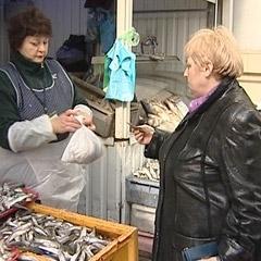 В Петербурге начался сезон корюшки: рыба, как говорится,