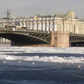 В Петербурге продолжаются пробные разводки мостов с перекрытием движения