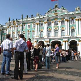 Количество туристов, посетивших Петербург за 2012 год превысило число жителей города