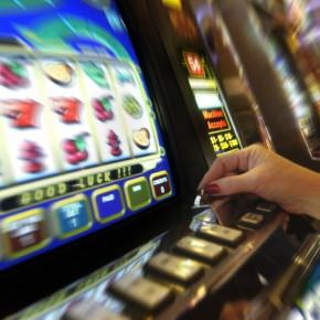 После запрета игровых автоматов, многие россияне стали играть в интернете