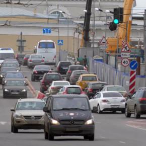 Дворцовый мост открыт для движения транспорта