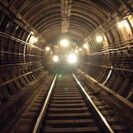 Поезд ночного метро от