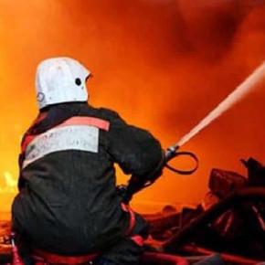 Пожар на складе в Невском районе тушат 10 расчетов