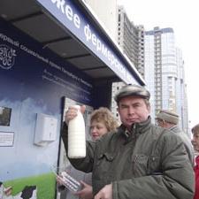 В Петербурге появились автоматы с фермерским молоком