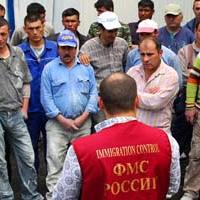 Узнав куда жаловаться на мигрантов, петербуржцы обрывают телефон