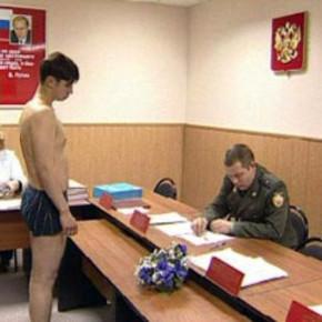 Давать повестки в военкомат призывникам будут в 17 лет вместе с