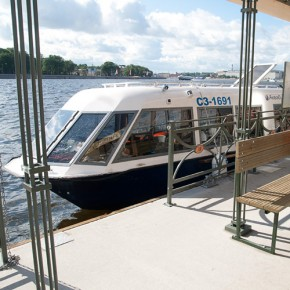 Стоимость проезда на аквабусах снизили для владельцев подорожников