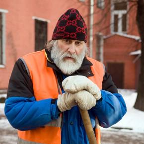 В Кронштадте дворников-мигрантов заменили на русских