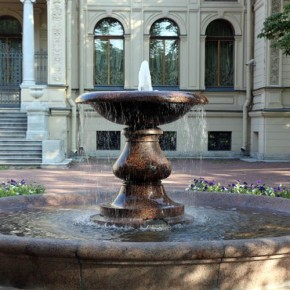 В саду у Дома Музыки запустили исторический фонтан