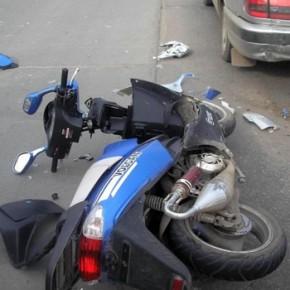 Двое детей на скутере попали в ДТП на улице Замшина
