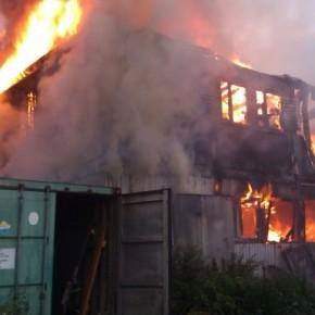 Пожар в Парголово: в сгоревших бытовках пострадали 8 человек