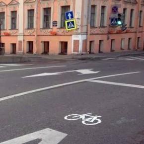 Самовольная велодорожка потеснила автобусы на Гороховой