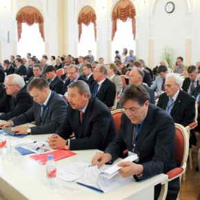 Средняя зарплата чиновника в правительстве Петербурга - 72,4 тысячи рублей