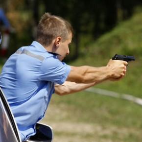 На юго-западе Петербурга ГИБДД гонялись за нарушителем со стрельбой