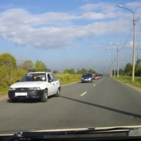 Видео с детьми за рулем в колонне машин в Ленобласти проверит полиция