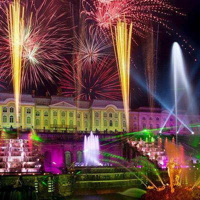 Праздник закрытия фонтанов в Петергофе растянут на 2 дня