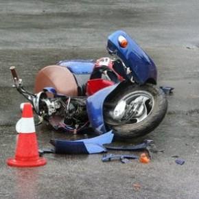 На Композиторов ВАЗ сбил двух школьников на скутере и скрылся с места ДТП