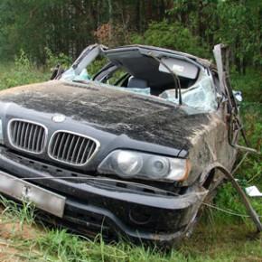 В Ленобласти BMW Х5 улетел в кювет, погиб 11-летний мальчик