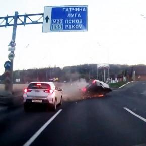 Картинное ДТП на Пулковском шоссе с 2 пострадавшими попало на видео