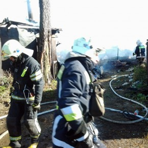 В Парголово на территории в 1000 квадратных метров горели погреба и сараи