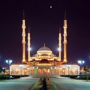 В десять символов России наряду с мечетью Кадырова вошел Петергоф