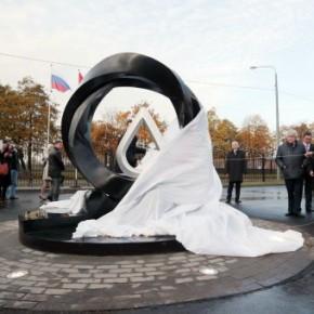 В Петербурге запустили главный канализационный коллектор и открыли памятник капле