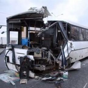 На Мурманском шоссе фура врезалась в автобус: 3 погибших, 8 раненых