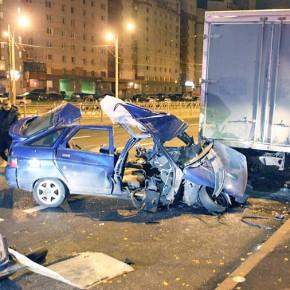 В Петербурге в двух ДТП с припаркованными грузовиками погибли водители