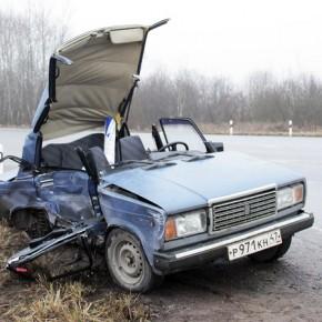 После ДТП под Кингисеппом спасателям пришлось сделать из ВАЗа кабриолет