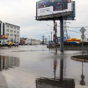 Перекресток Лиговского и Витебского проспектов затопило водой